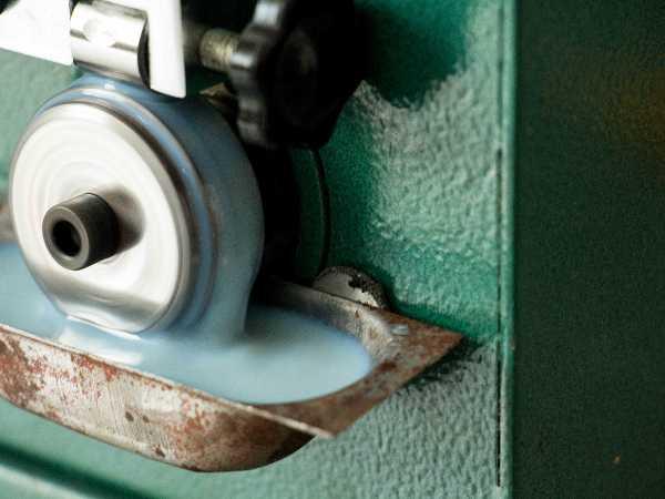 山东青岛切削液厂家指导选择水溶性金属切削液