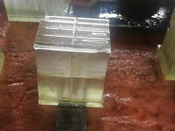 英吉玻璃切削油加工现场