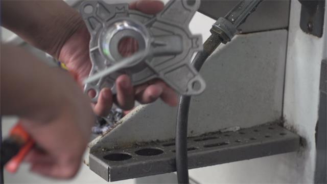 英吉切削液铝件加工