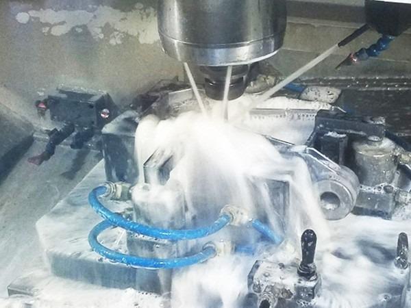 金属切削液这样配制和使用可降低成本延长使用寿命!
